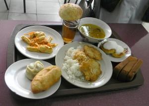 Такой обильный обед можно приобрести в столовой за 540 тенге