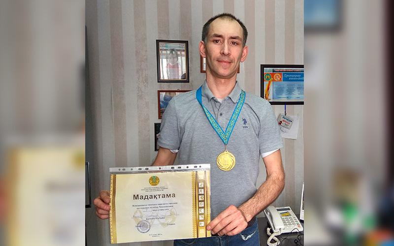 При поддержке профсоюза «Жактау» Дмитрий  Коробчук стал  победителем чемпионата области по армрестлингу среди людей с ограниченными возможностями