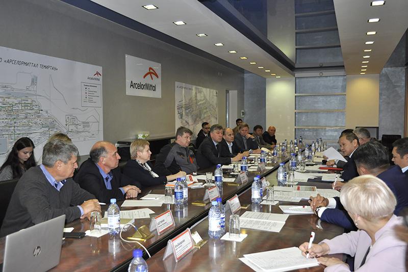 Глава Минсоцтруда РК  Биржан Нурымбетов встретился  с администрацией и профсоюзами АО «АМТ»